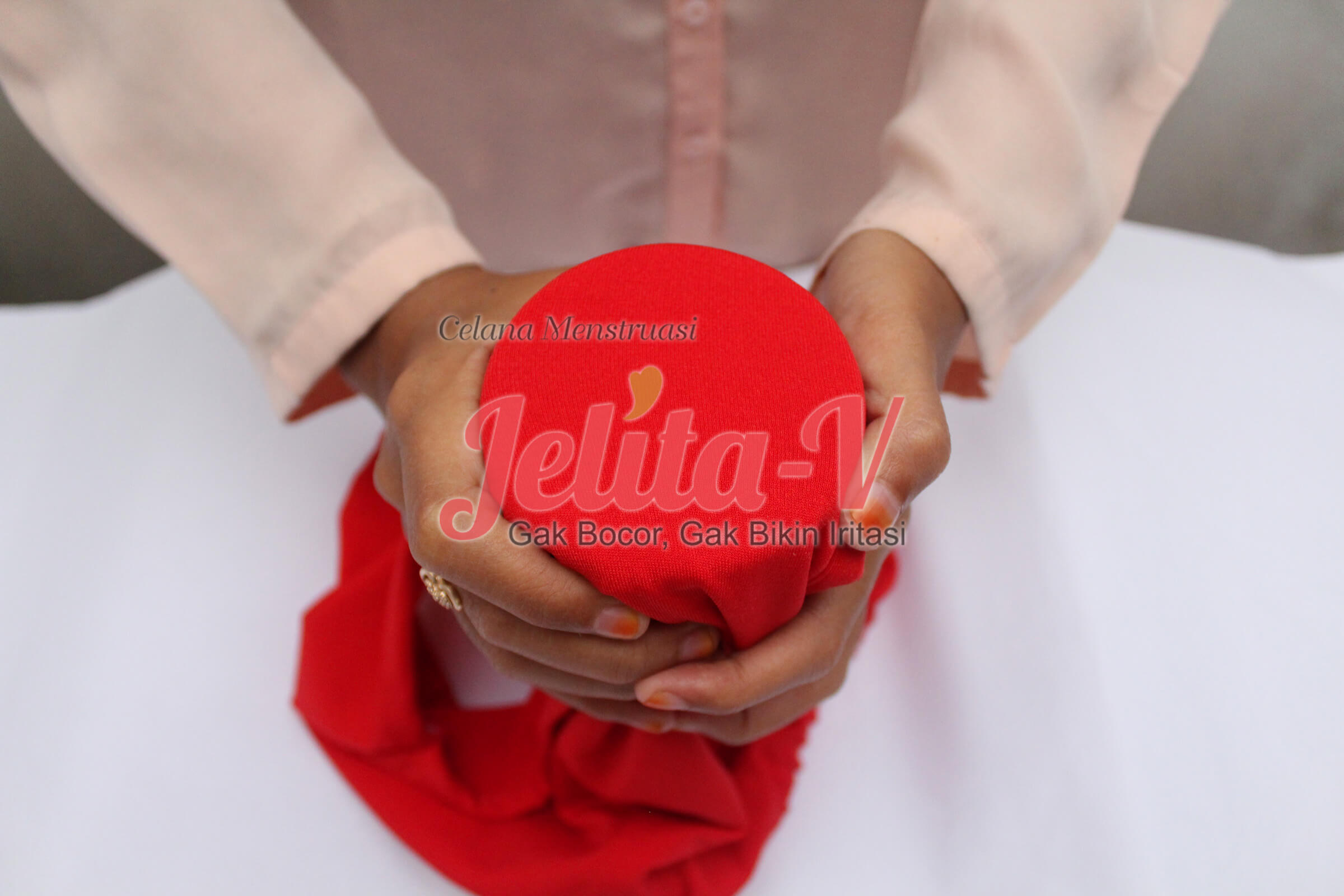 test-waterproof-celana-menstruasi-jelita-2