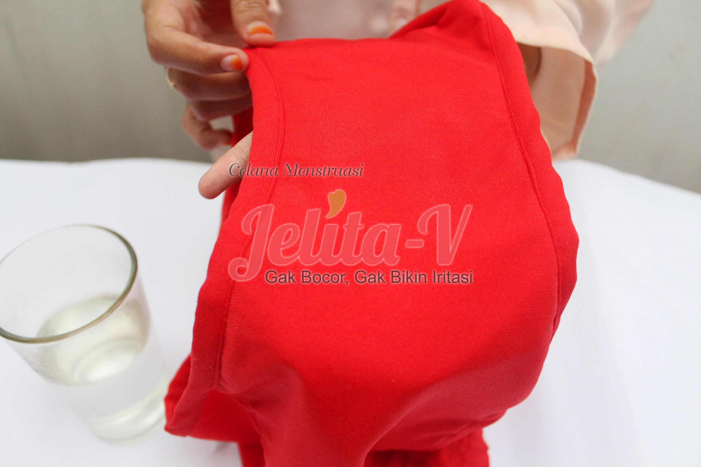 test-waterproof-celana-menstruasi-jelita-4